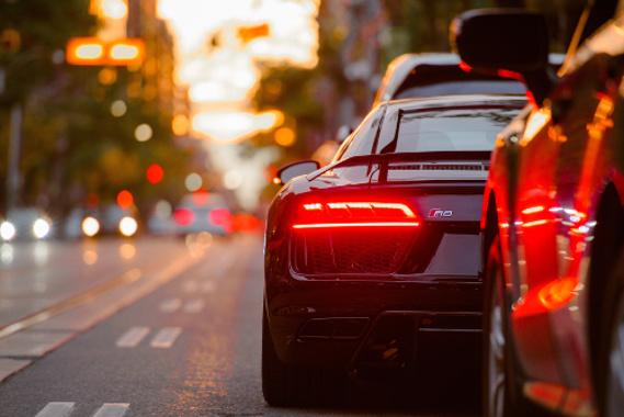 Elektroauto im Verkehr